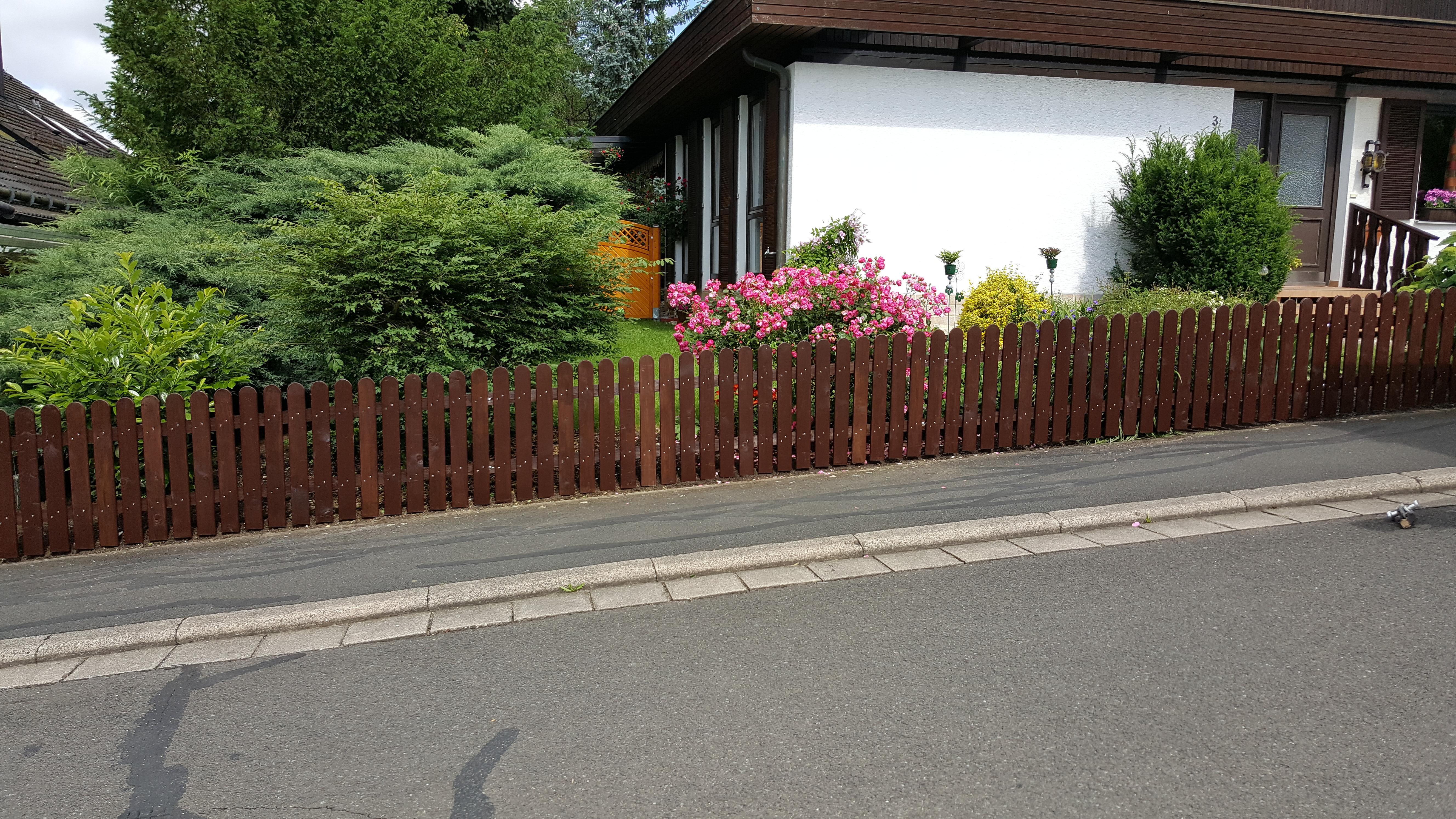 Zaunbau aus Rundkopflatten